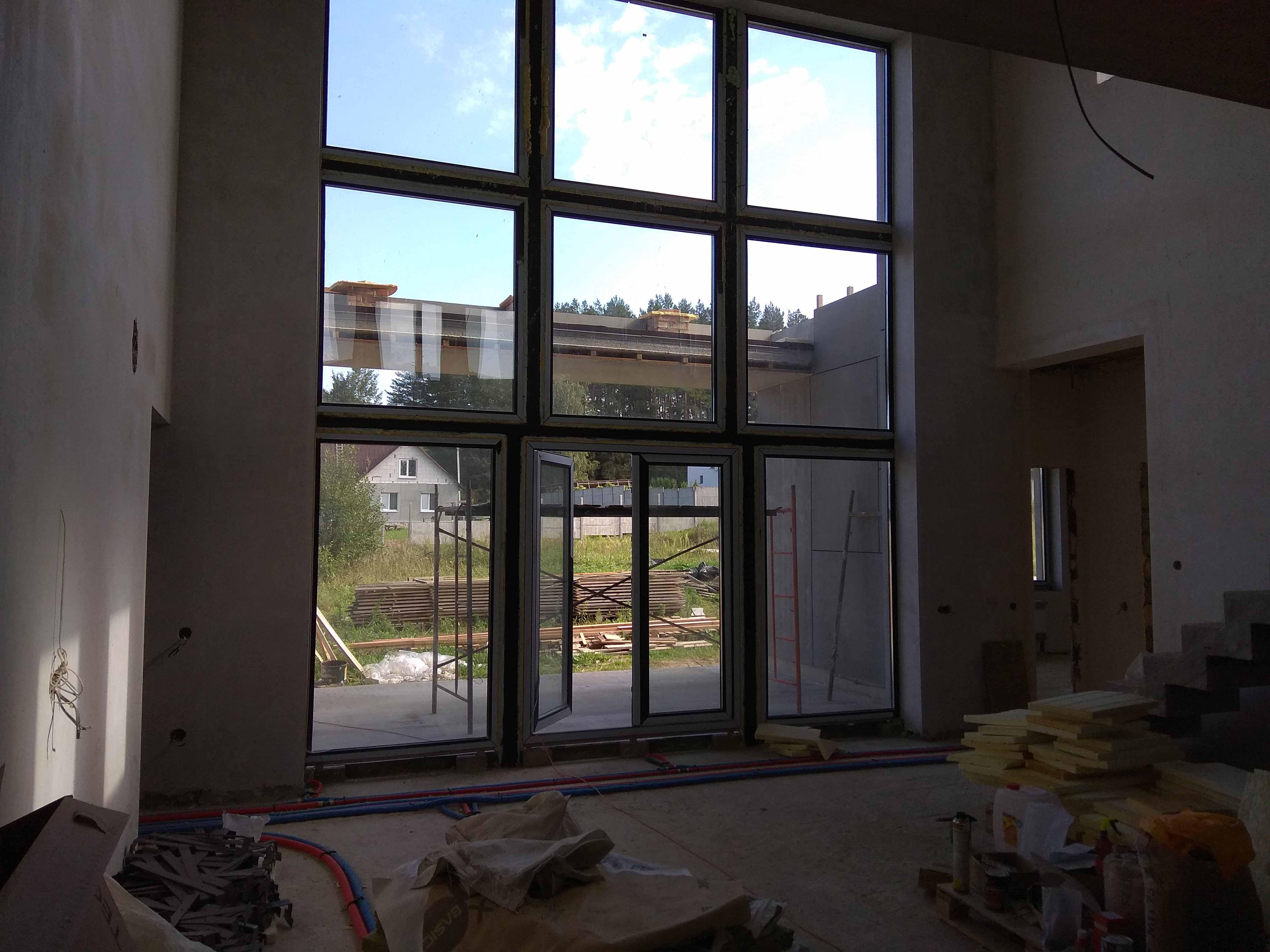 фото панорамного остекления дома со вторым светом